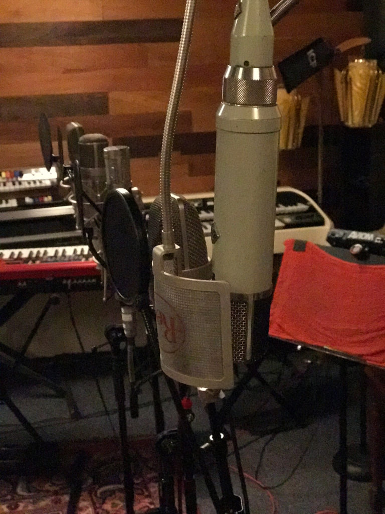 Classic mic vocal shootout setup